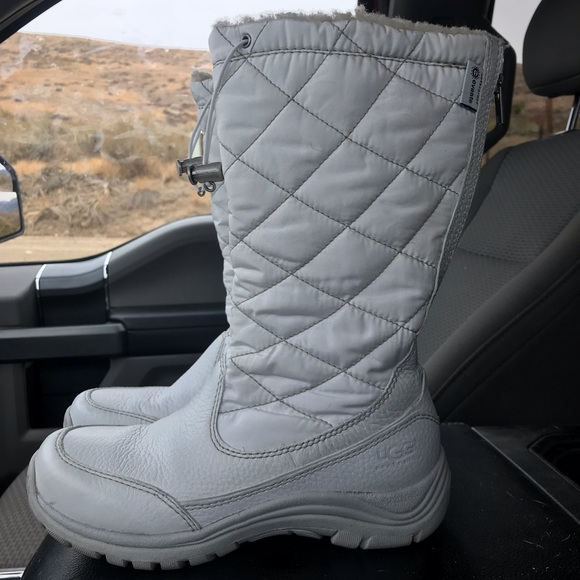 d4c35bef6db Ugg snowpeak quilted nylon leather zip up boots
